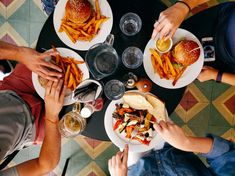 Puzzle Dinner in a restaurant - online jigsaw puzzle games. Jigsaw puzzles, puzzle games for kids. Play free jigsaw puzzle Dinner in a restaurant. Sushi Restaurants, Kid Friendly Restaurants, Mcdonalds, Cancer Causing Foods, Food Intolerance, Mindful Eating, Cookies Et Biscuits, Food Photo, Travel Style