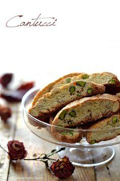 Cantucci pistacchio e mandorle http://www.zagaraecedro.ifood.it/2016/11/cantucci.html