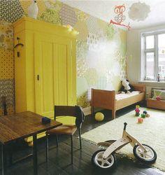 quarto infantil, madeira + amarelo
