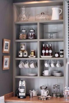 Haz tu propio Coffee Bar en Casa. ¿Cuántas veces soñaste con tener una mini cafetería en casa? En este post te mostramos los famosos Coffee Bars, la nueva tendencia en ambientación de cocinas.   #cocinas #coffee #coffeebar #decor #decoracion #interiordesign #pertorico #homedecor #homeideas  http://bit.ly/2kFrLQE