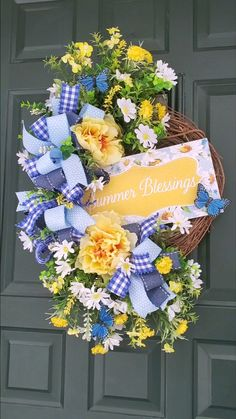 Summer Door Wreaths, Diy Fall Wreath, Wreath Crafts, Holiday Wreaths, Wreaths For Front Door, Front Porch, Spring Wreaths, Front Door Decor, Wreath Ideas