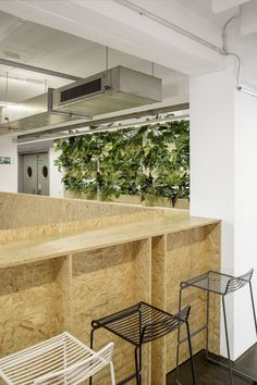 A Tour of Razorfish's Minimalist Berlin Office Beautiful Interior Design, Design Inspo, Office Interior Design Modern, Office Design Inspo, Interior Design Photography, Modern Office Interiors, Osb Furniture, Minimalist, Office Design