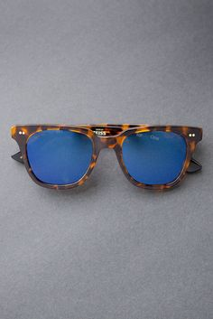 Give sight in the TOMS Memphis 201 sunglasses.