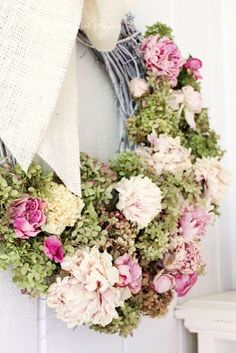 DRIED FLOWER WREATH – Preserved hydrangeas and peonies can shine season after season in this DIY. Click through to see the whole gallery and for more spring wreaths.
