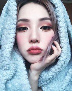 Pony - Park Hye Min - 박혜민 - 포니 - Korean makeup artist - Pony beauty diary - Ulzzang har mekup is pretty Korean Makeup Tips, Korean Makeup Look, Asian Makeup, Simple Eyeshadow, Eyeshadow Looks, Beauty Makeup, Eye Makeup, Hair Beauty, Pony Makeup