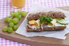 Taikinanjuureen leivottu, valmiiksi halkaistu RuisHurmuri on monikäyttöinen ja kätevä palaleipä. Se sopii täydellisesti niin eväsleiväksi kuin aamiaisvalloittajaksi, sellaisenaan tai paahdettuna. Aloita päiväsi hurmaavasti ja nauti Pågen RuisHurmuri! Hurmurin rukiinen aamiaisleipä