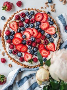 Granola-Jogurttipiirakka eli Aamiaispiirakka (G) Great Recipes, Favorite Recipes, Most Delicious Recipe, Baking And Pastry, Granola, Sweet Tooth, Food Photography, Sweet Treats, Yummy Food