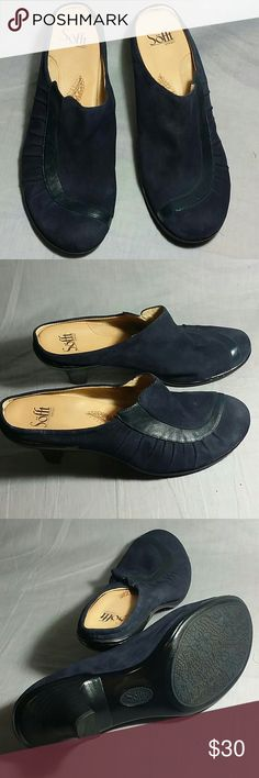 """Women's SOFFT Clogs Shoes Dark Blue 9.5 M Leather Heels 3"""" Item just like New NO PETS AND SMOKE FREE HOME. sofft Shoes Mules & Clogs"""