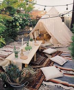 Have a look at the captivating bohemian style idea shown here for you. The brilliant designer seems inspired with the camp creations. The use of breathable fabric, beautiful light hangings, and the attractive dining arrangement is providing this outdoor the great bohemian style impression.
