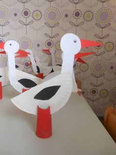 Papercraft of a Stork for a Storks Themed Movie Party Spring Activities, Craft Activities For Kids, Preschool Crafts, Projects For Kids, Bird Crafts, Flower Crafts, Diy And Crafts, Fun Crafts, Paper Plate Art