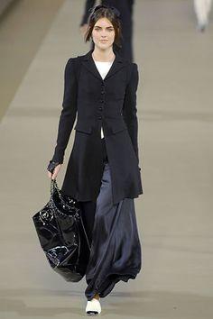 Chanel Fall 2006 Ready-to-Wear Fashion Show - Hilary Rhoda (OUI)