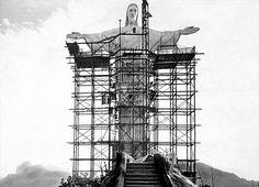 """Cristo Redentor, uma peça do """"Art Déco"""", movimento de design ultramoderno da época. Foi inaugurado em 1931."""
