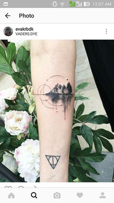 Circle tattoos are magical little vignettes and people are falling in love with this one artist's exquisite creations. Enjoy The post Circle tattoos are magical little vignettes and people are falling in love with appeared first on tattoo. Trendy Tattoos, Love Tattoos, Beautiful Tattoos, Body Art Tattoos, New Tattoos, Small Tattoos, Tattoos For Women, Tatoos, Awesome Tattoos