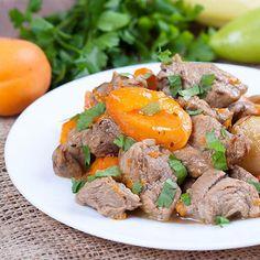 Lekker recept gevonden: Stoofschotel met kalfsvlees, abrikozen en paprika