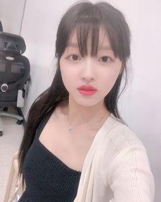 Beautiful Girl Image, Beautiful Women, Oh My Girl Yooa, Punch In The Face, Girl Crushes, Girl Photos, Pretty People, Kpop Girls, South Korean Girls