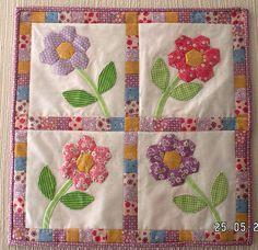 Flower Garden grandmother's flower garden mini quilt - like the stems and leaves - Pictures of patchwork and applique miniature quilts offer plenty of inspiration for your next mini quilting project. Quilt Baby, Small Quilts, Mini Quilts, Patchwork Quilting, Applique Quilts, Hexagon Quilting, Flower Quilts, Miniature Quilts, Doll Quilt