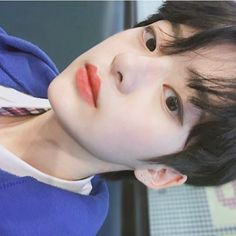 초코케이크 먹고싶다 초코크림 잔뜩 들어간 초코케이크... Hot Korean Guys, Korean Boys Ulzzang, Cute Asian Guys, Cute Korean Boys, Asian Boys, Ulzzang Girl, Cute Girls, Asian Men, Ullzang Boys