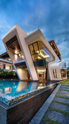 Amazing with Mistral Villa by Mercurio Design Lab to be feature! ________ Visualization Location: Singapore Mercurio Design Lab Tag an architecture lover! Amazing Architecture, Contemporary Architecture, Interior Architecture, Modern Contemporary, Modern Luxury, Futuristic Architecture, Sustainable Architecture, Futuristic Houses, Singapore Architecture