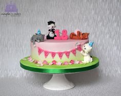 Playful cats by Magda's Cakes