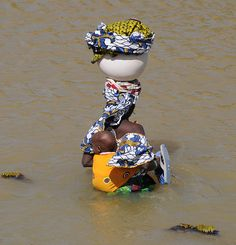 Africa - Crossing the river between Diafarabé and Mopti, Mali