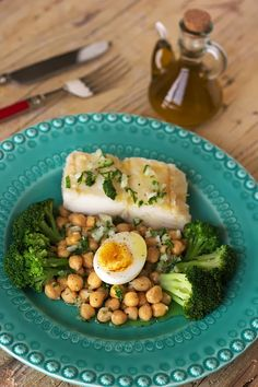 Boiled salted cod with chickpeas and broccoli / Bacalhau cozido com grão e brócolos