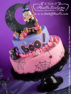Scary witch cake for Halloween! Cute Halloween Cakes, Halloween Torte, Pasteles Halloween, Bolo Halloween, Halloween Birthday Cakes, Dessert Halloween, Pink Halloween, Fete Halloween, Birthday Cake Girls