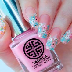 beautiful-flowers-nail-squoval-dots-hand-painted Top 14 Beautiful Flowers Nail Design Nail Art  Gel Nails 2018 gel nails Gel Nail Designs 2018 designs art acrylic 2018