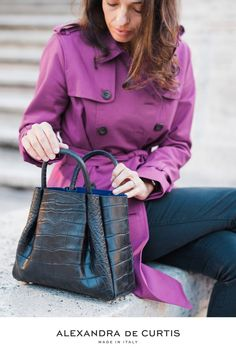 Are you looking for a designer leather handbag? Click through to check out the Amalfi Tote, handmade in Italy with smooth Italian Leather Handbags, Designer Leather Handbags, Black Leather Handbags, Italian Street, How To Make Handbags, Italian Fashion, Amalfi, Fashion Inspiration, Smooth