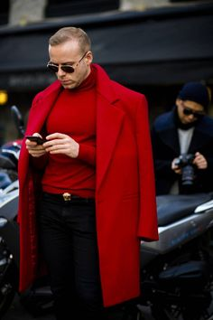 best men's street style from Milan Fashion Week Women's See the strongest street style from the best-dressed men attending the shows during women's week Autumn Winter 2017 Mens Fall Street Style, Best Men's Street Style, Men Street, Street Fashion Men, Mode Lookbook, Foto Casual, Best Dressed Man, Well Dressed, Style Casual