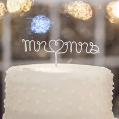 Wire Cake Topper | Craig Hodge Photography | Theknot.com