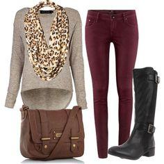 Burgundy pants look Burgundy Pants Outfit, Colored Pants Outfits, Colored Jeans, Mode Outfits, Fall Outfits, Fashion Outfits, Fashion Scarves, Fashion Tips, Outfit Pantalon Vino