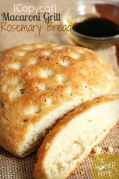 Macaroni Grill Rosemary Bread 1 tbsp dry yeast 1 tbsp sugar 1 cup warm water 2 cups all-purpose flour 1 tsp salt 2 tbsp fresh chopped rosemary or 2 tsp dry rosemary 1 tbsp oil, olive oil or canola nonstick cooking spray 2 tbsp butter, melted coarse salt Bread Machine Recipes, Bread Recipes, Cooking Recipes, Kraft Recipes, Casserole Recipes, Naan, Macaroni Grill Bread, Macaroni Grill Recipes, Chicken Recipes