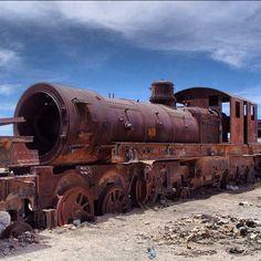 Cementerio de trenes - Uyuni #bolivia #potosi #uyuni #nubes #trenes #train #Padgram