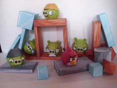 Angry Birds Paper Model Play Set - by Hobikitkertas - - A cool play set of the addictive game Angry Birds. These nice little paper models were created by Hobikitkertas, an Indonesian website.