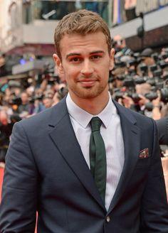 Theo James - Divergent:)