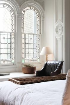 ♂ Modern, simple and classy interior bedroom with arch  top window Pristine Home in London