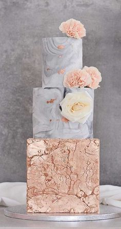 Need some inspiration for your cake design? Which style of cake should you choose? What should it taste like? The wedding cake style will. gold Wedding The Prettiest & Unique Wedding Cakes We've Ever Seen Pretty Wedding Cakes, Fall Wedding Cakes, Unique Wedding Cakes, Wedding Cake Designs, Unique Weddings, Gold Wedding, Red Velvet Wedding Cake, Spring Wedding, Elegant Wedding