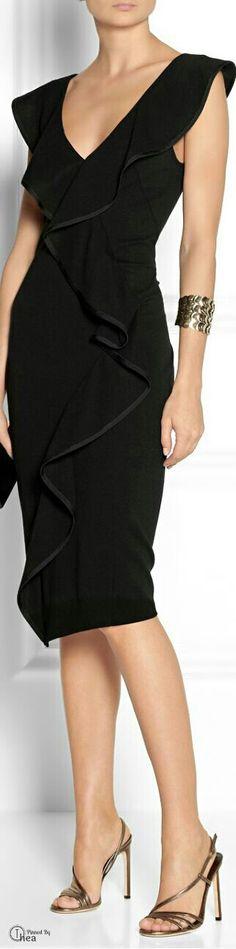 Vestido negro con escarolas