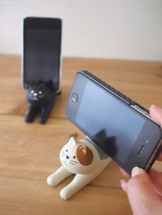 I want the white and brown one!  Cute Cat Smart Phone Holder