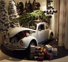 volkswagen christmas ride - outside with a real tree...I might could actually put this together....