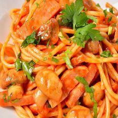 - A legfinomabb milánói spagetti - Rakottkel. Bologna, Thai Red Curry, Spagetti, Shrimp, Bacon, Ethnic Recipes, Food, Essen, Meals