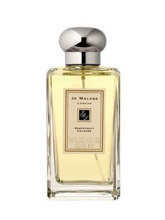GRAPEFRUIT FRAGRANCE A study found that this citrus scent actually makes people think you're ten years younger. We like Jo Malone Grapefruit Cologne. Best Womens Perfume, Perfume Tommy Girl, Light Blue Perfume, Perfume Hermes, Perfume Genius, Glossy Hair, Summer Scent, Perfume Samples, Eau De Cologne