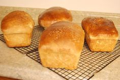 Sour dough bread Bread Recipes, Diet Recipes, Just Eat It, Bread N Butter, Dinner Is Served, Sourdough Bread, Dough Recipe, Buns, Nom Nom