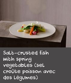 Salt-crusted fish with spring vegetables (sel croûte poisson avec des légumes) Trout Recipes, Dishes Recipes, Cooking Recipes, Italian Chef, Italian Dishes, Baked Trout, Baby Carrots, Fish Dishes, Natural Flavors