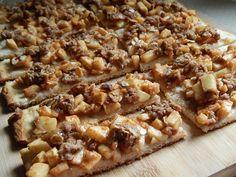 Caramel apple crisp pizza fingers - Drizzle Me Skinny!Drizzle Me Skinny! 3 sp or each Dessert Ww, Ww Desserts, Dessert Recipes, Healthier Desserts, Light Desserts, Apple Crisp Pizza, Apple Pizza, Apple Crips, Weight Watchers Desserts