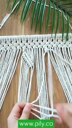 Macrame Wall Hanging Patterns, Macrame Plant Hangers, Macrame Art, Macrame Design, Macrame Projects, Macrame Knots, Macrame Patterns, Micro Macrame, Rope Crafts