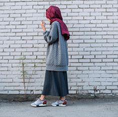 Plated Skirts style for Hijab Street Hijab Fashion, Muslim Fashion, Modest Fashion, Skirt Fashion, Fashion Outfits, Womens Fashion, Casual Hijab Outfit, Hijab Chic, Casual Outfits
