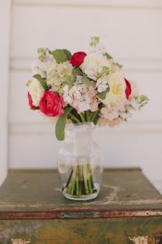 I just like #wedding flowers in the vase looking good design