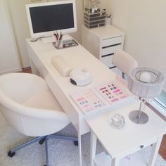 Organize and clean design for your Spa Treatment room. Organize and clean design for your Spa Treatment room. Home Beauty Salon, Home Nail Salon, Nail Salon Design, Salon Interior Design, Beauty Salon Interior, Spa Room Decor, Beauty Room Decor, Beauty Salon Decor Treatment Rooms, Privates Nagelstudio