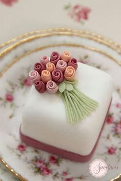 Cake fondant wedding petit fours 57 Ideas Fancy Cakes, Cute Cakes, Pretty Cakes, Mini Cakes, Beautiful Cakes, Amazing Cakes, Bolo Fondant, Fondant Cakes, Cupcake Cakes